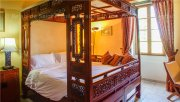 Bed and Breakfast near Cognac with a Chinese bed for a romantic getaway