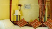 Romantic moments in a Chinese bed for a romantic getaway in a Bed and Breakfast near Cognac