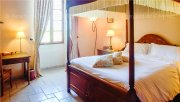 Luxury B&B in Charente with a magnificent view at the vineyard where calm and relaxation are guaranteed