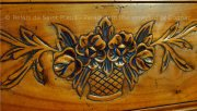 Wooden engraving of the bed of a luxury Bed and Breakfast in Charente near Cognac